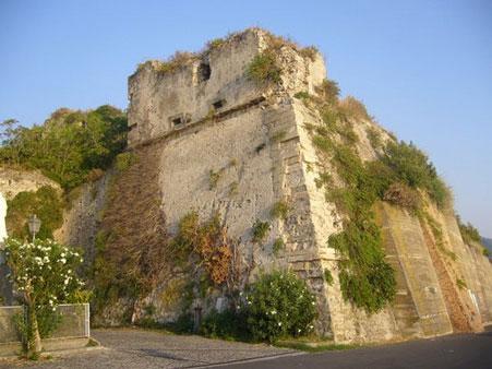 ruderi del castello di San Lucido