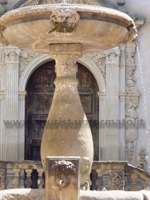 Paola - Fontana in Piazza del Popolo