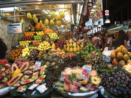 Mercato della Boqueria - banchetto frutta