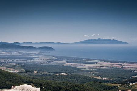 La-vista-su-Populonia-e-l'Elba-dal-Romitorio