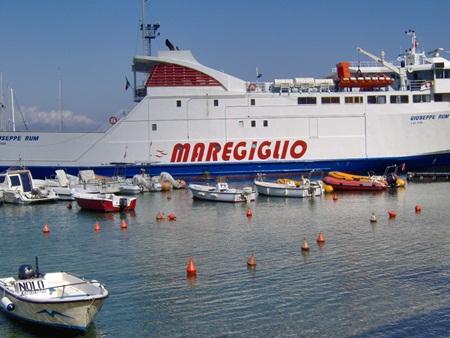Il traghetto Maregiglio