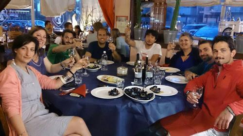 A cena con El Poderoso Team
