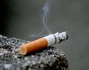 alors-que-la-cigarette-tue-des-milliers-de