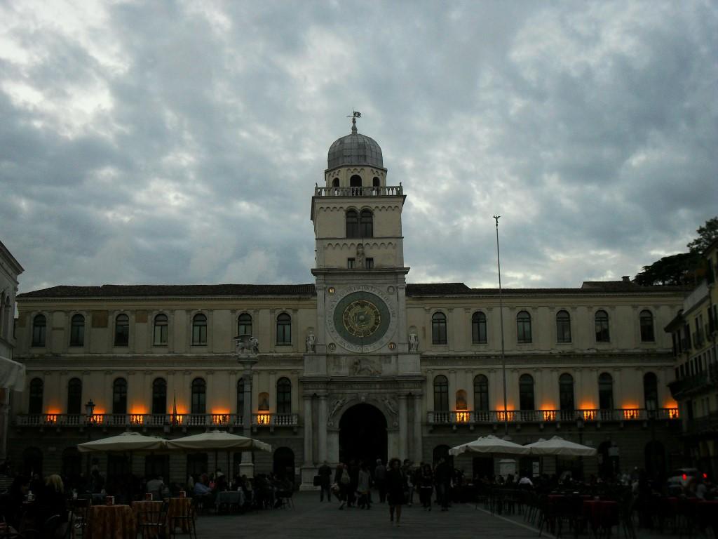 Piazza dei Signori al tramonto