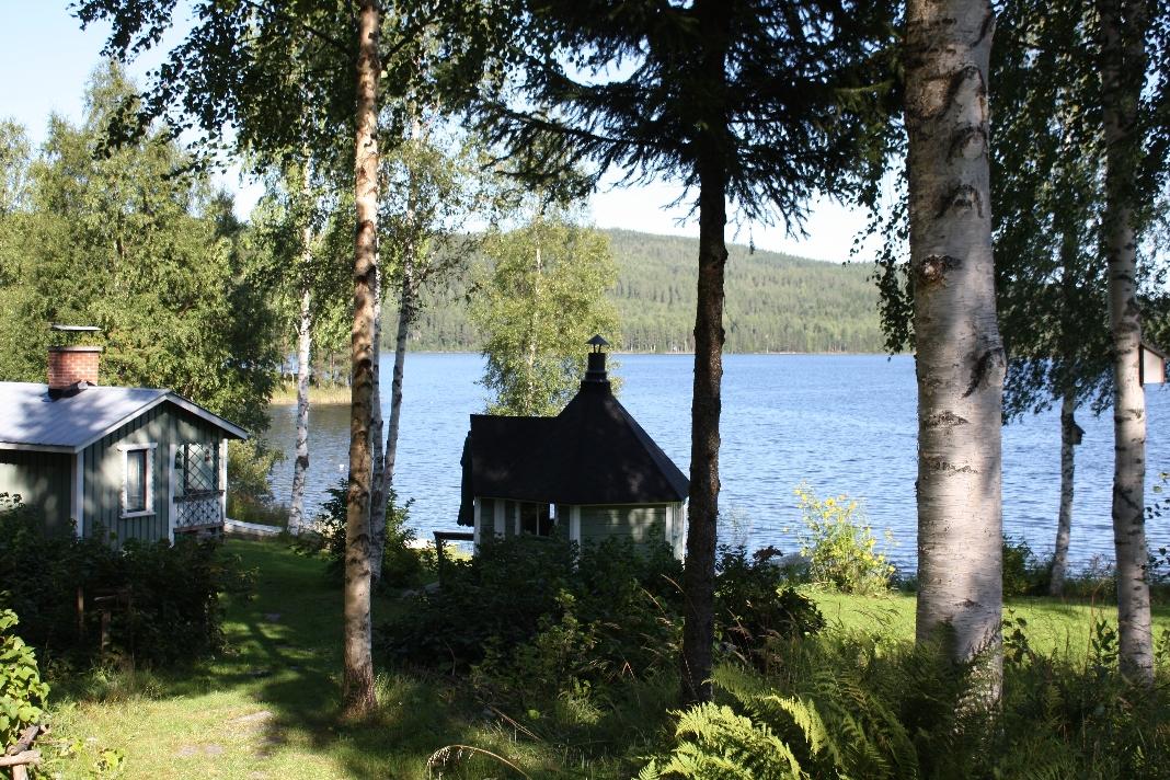 Tipico cottage finlandese in riva al lago