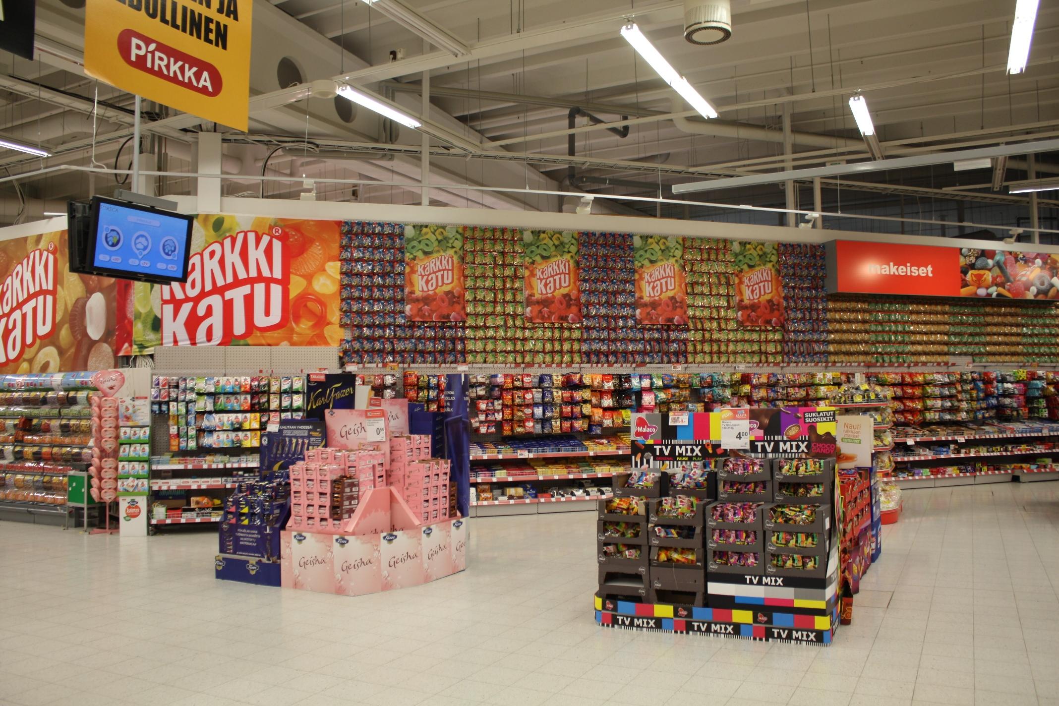 Esposizione di caramelle in un supermercato