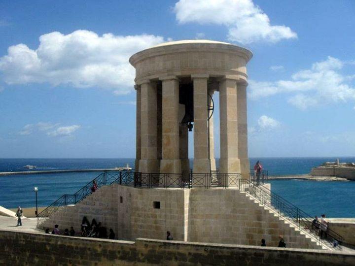 Siege Bell, memoriale di guerra