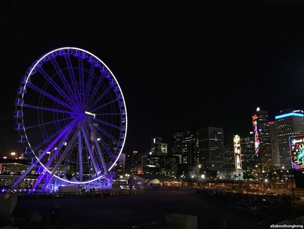 Ruota panoramica foto di allabouthongkongQui non si scherza, quando si fa festa, la si fa in grande. Feste natalizie ad #hongkong via @ilturista